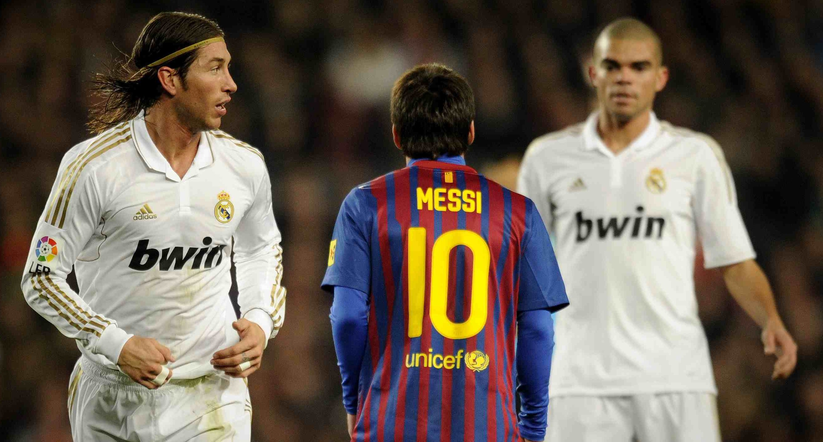 Real Madrid's defender Sergio Ramos (L),