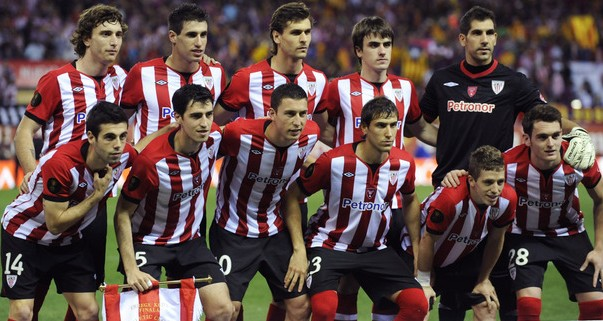 Athletic Bilbao's players poses before t